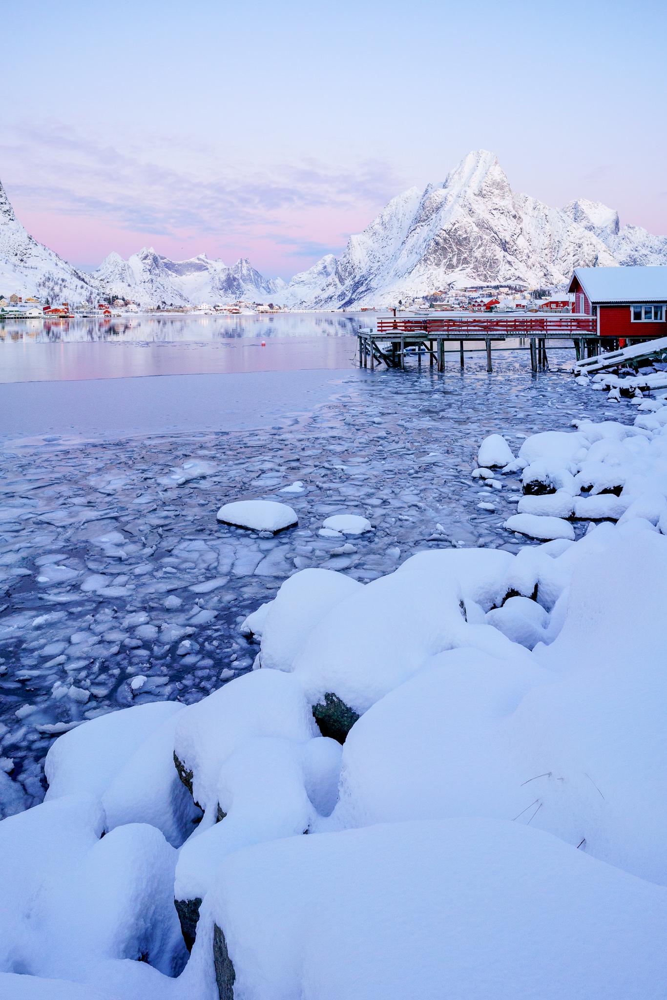 Eisschollen entlang des Reinehalsen