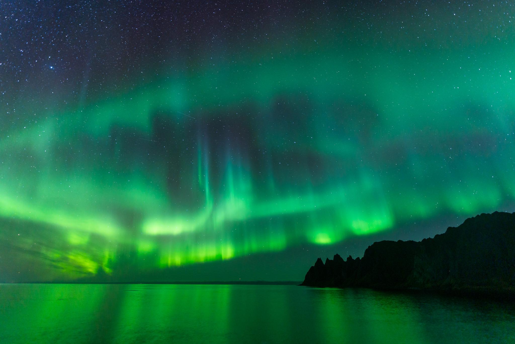 Polarlicht über den Teufelszähnen auf der Insel Senja, Lofoten, Norwegen, Fotoscout